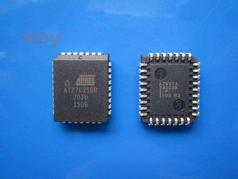 Circuit AT27C256R-70JU PLCC32